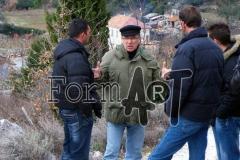 Andro Fjorović (s kapom) nekoliko dana prije općeg napada na dubrovačko područje kamerom je zabilježio posljedice topničko-pješačkih napada na Bani