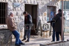 Roško, Koprivica i Hanžek ispred Doma u Vitaljini, mjestu koje se u rujnu našlo na udaru regularne JNA iz Crne Gore