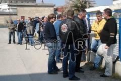 "Branitelji ispred predratnih objekata tvrtke ""Beton"", baze metkovske satnije ZNG-a"
