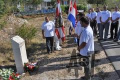 Vijenci na mjestu pogibije legende obrane Dubrovnika iz '91, Hamdije Kovača i suborca Marija Pezzija. (foto: Borko Gunjača)