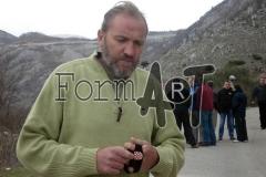 Ivica Kuliš s ponosom pokazuje crnu traku koju je nosio oko glave 1991. godine