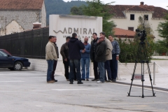 """Ispred hotela """"Admiral"""" u centru mjesta"""